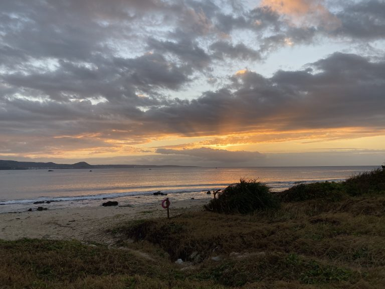 English Speaking Guesthouse and Minsu Gorgeous Seaview Kenting Sunrise by the beach Relaxed Vacation Solo Traveller Couple