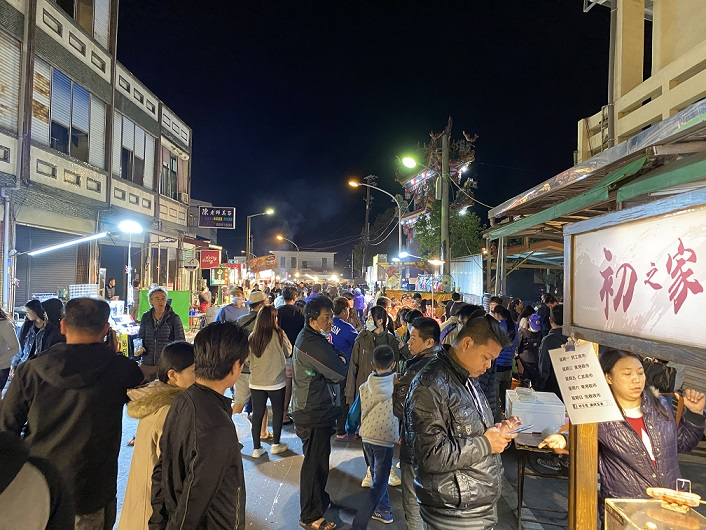 Hengchun Sunday Night Market Crowded